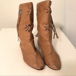Shoes - ♥️MAKE OFFER♥️ Sz 6 1/2 Brown Boots